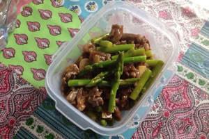 牛肉とアスパラガスの豆板醤のピリ辛炒め