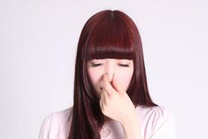 正しい鼻血の止め方