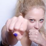 【ボクササイズ/女性OK】ボクシング・エクササイズのダイエット効果!カロリー消費がジョギングより高く、自宅でDVD・動画を見ながらできてしまうお手軽な体幹エクササイズ