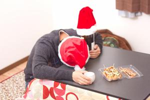クリスマスぼっち(クリぼっち)とは「クリスマスに彼氏・彼女がおらず、1人で過ごすクリスマスの事」
