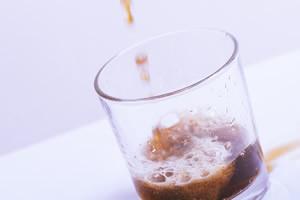 コーラの色、ワインの色のおしっこ、尿