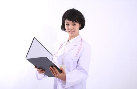 【本音】お医者さんの言葉の真意は?病名や余命の告知でトラブルも多く、物言いは慎重?伝え方を考えているお医者さんが増えている!?