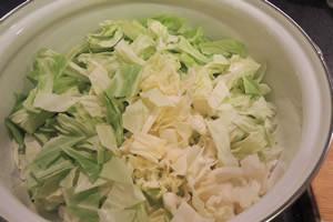 キャベツを最初に入れるのがハーバード式野菜スープ