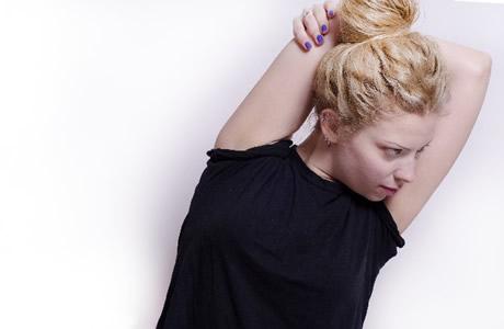 耳鳴り、目の疲れを解消する話題の耳ひっぱり健康法