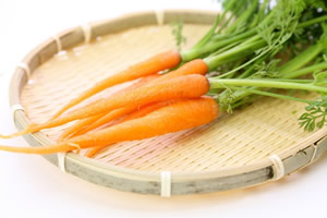 歯を汚す野菜「ニンジン」
