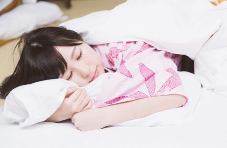 【美容効果】睡眠の質を高めると美肌に!睡眠の向上と改善方法は「体を温めリラックスする」事だった!