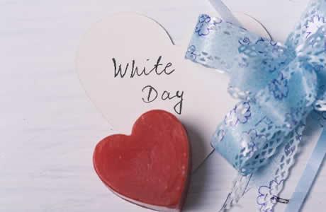 【3月14日のホワイトデーお返し】バレンタインの金額相場・予算平均!本命彼女へお菓子?スイーツ?プレゼントは何がいいの?