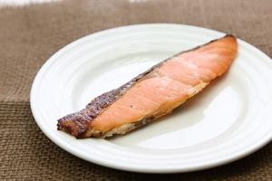 ビタミンDの多い料理・レシピ「鮭の塩焼き」