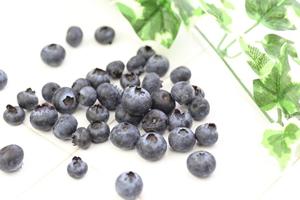 鉄分の多い食べ物 果物の場合は「干しぶどう、ブルーン、ラズベリー、ブルーベリー」