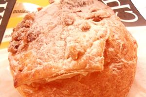 クリーム系の糖質がべっとりお肌の原因の「シュークリーム」