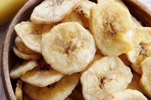 バナナチップス「100gあたり約520カロリー、1個あたり約10カロリー」