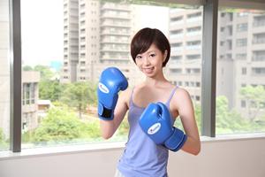 女性でもできるエクササイズ、ボクシングをやった事がなくても動きを真似するだけボクササイズ