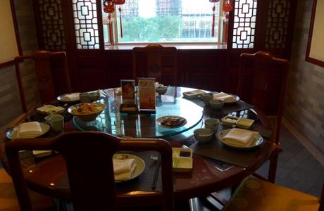 【中華料理のマナー】テーブルクロスや箸置き、料理を残すなど「コレだけ覚えておけば大丈夫!中華料理店で恥をかかない簡単マニュアル」
