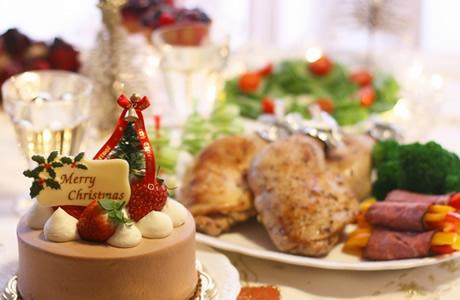 【世界/クリスマス】日本だけ?クリスマスにケーキとチキンを食べる理由!ローストチキンやフライドチキンは日本だけの風習!?世界のクリスマス料理とお菓子を徹底比較!