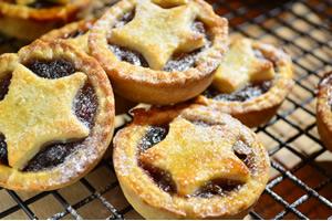 イギリスのクリスマス料理「レーズンやオレンジピールのミンスパイ」