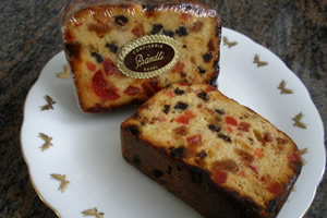 イギリスのクリスマス料理・お菓子「ドライフルーツのケーキ、プラムケーキなども多い」