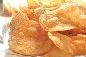 ポテトチップスなどの揚げ物のお菓子