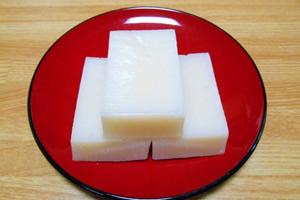 丸餅1個(35g)で約80カロリー、糖質17.5g、切り餅1個(50g)で約120カロリー、糖質25g