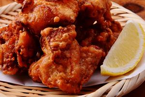 唐揚げの好みは単純。ジューシーなモモ肉、ひきしまった胸肉のどちらが好みか