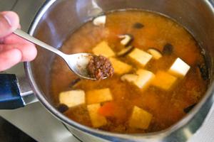 味噌汁の作り方の注意点「植物性の酵素は30~60度程度で活性化」