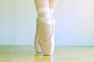 つま先を意識して!ダンサーの脚が美しいのは、脚の内側の筋肉が鍛えられているから