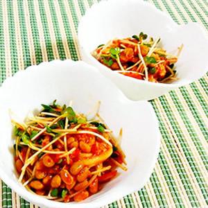 夕食の一品になる納豆料理・レシピ③「キムチとかいわれ大根の納豆あえ」