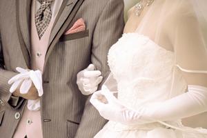今時の結婚式&披露宴、年齢や年代、地域別の平均ご祝儀の相場