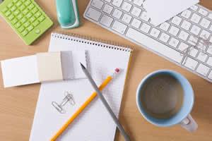 香水は、ノートやペンなどの文房具にかける