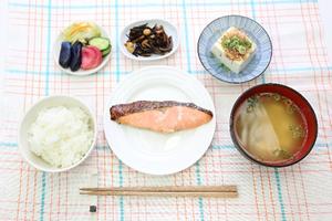 朝食抜きは、ダイエットと健康効果が低い?太るの?やせるの?