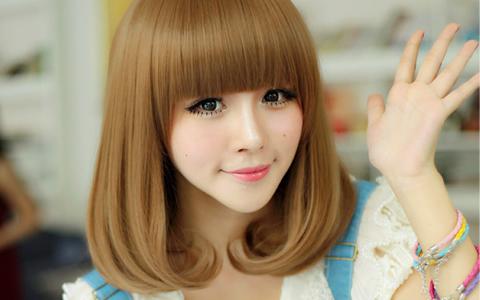 毛先だけ染めるカラーや、毛先の内巻きパーマの髪型、ヘアスタイル、毛先だけを巻くワンカール