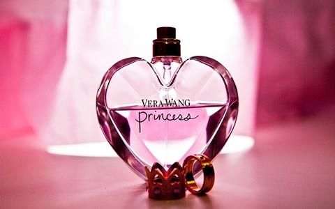 【女の香り/いい匂い】男性&男子が好きな匂いの特徴「香水の効果を香りの系統別に解説!彼女の匂いは彼氏にどんな印象を与えるのか!恋愛心理を解説」