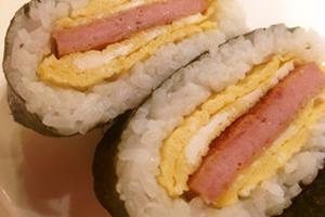 純粋なハワイ系スパムも日本のママさんが作るとこんなに素敵な四角いおにぎり