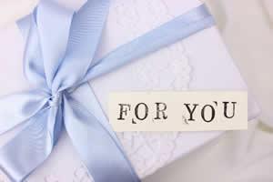 彼氏がお返しに買うプレゼントは「1,000円~5,000円以内がもっとも多いが、本命チョコの値段の2倍前後、6,500前後のプレゼントがベストな金額」