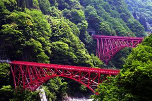 黒部峡谷、鉄道とトロッコに乗って長野まで