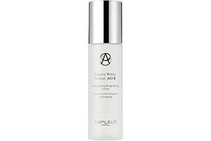 美白成分を含む化粧水で、しっかりと肌乾燥を保湿