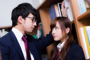 中学生、高校生男子が女子中学生、女子高生、好きな人にとる行動