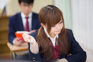 休み時間にクラスに定期的にやってくる。クラス違うのに、昼ご飯を食べに来てる