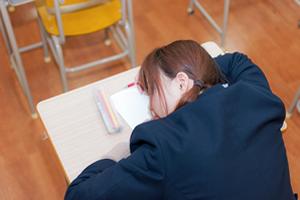 睡眠不足、食生活の乱れが原因の肌荒れを防止