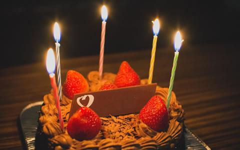 【誕生日/手作り料理/彼氏/旦那】簡単な誕生日料理&レシピ・メニュー「誕生日サプライズ・プレゼント!彼氏&旦那のお祝い料理特集」-ハンバーグ、ちらし寿司、カレー、ピザ、唐揚げなど-