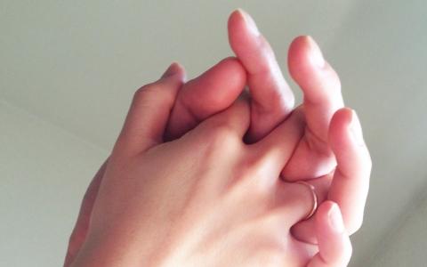 付き合う前、彼氏彼女の手を繋ぐ方法