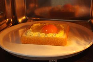 卵を入れて、オーブンで焼くだけ