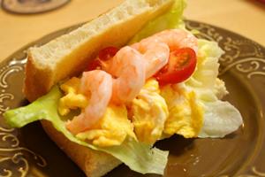 海老タマのサンドイッチ