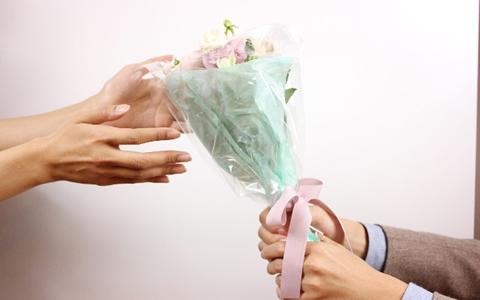 男と女の成功するホワイトデーの告白「本命・義理・友チョコのお返しプレゼントからの逆転パターン!」