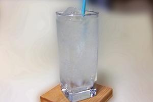 注意したいカクテル③「ジントニック、ジンバック。居酒屋グラス1杯で、糖質14g、170カロリー」
