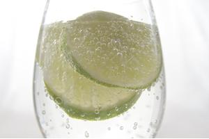 注意したいカクテル②「モスコミュール。居酒屋グラス1杯で、糖質14g、140カロリー」