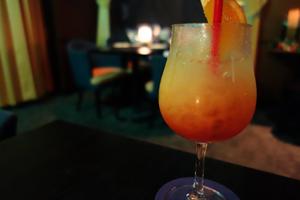 女子が好きなカクテル1位「カシス・オレンジ。居酒屋グラス1杯で、糖質21g、180カロリー」