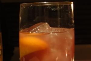 注意したいカクテル⑤「カシスウーロン。居酒屋グラス1杯で、糖質21g、110カロリー」