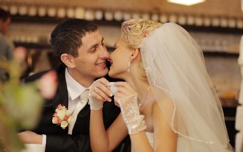 入学式や卒業式、結婚式やパーティーのイベント用の髪型ヘアカタログとヘアスタイル特集