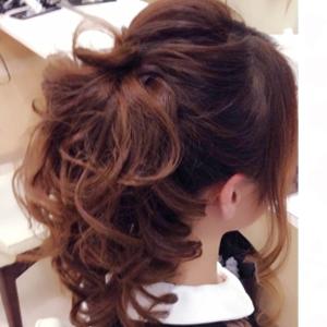 その他のヘアアレンジ①「ふんわりポニーテール」