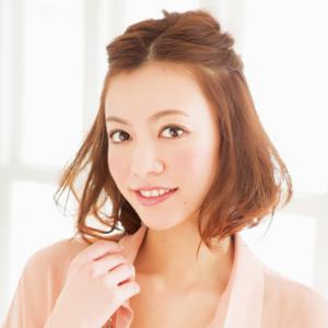 ハーフアップのヘアアレンジ②「ねじり前髪のハーフアップ-ショートカット&ショートボブ編-」